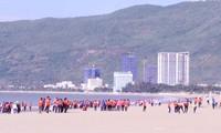 """Lebih dari 300 anggota Liga Pemuda dan pemuda ikut acara Kampanye """"Bersihkanlah laut"""" tahun 2018"""