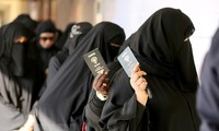 Wanita Kuwait mendapatkan semua hak politik