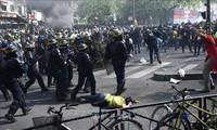 """Perancis: Demontrasi dari faksi """"Rompi kuning"""" menjadi huru hara, lebih dari 100 orang ditangkap di Paris"""