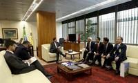 Wakil Presiden Brasil menerima Wakil Ketua MN Vietnam, Uong Chu Luu