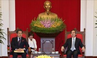 Kepala Departemen Ekonomi KS PKV, Nguyen Van Binh menerima Gubernur Bank Kerjasama Internasional Jepang