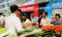 Meningkatkan kemampuan para petani dalam mendekati pasar barang dagangan