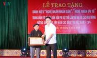 Artisan Hoang Hoa sepenuh hati dengan kebudayaan etnis-etnis minoritas Tay  dan Nung