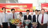Menyambut tim kontestan Vietnam yang mencapai prestasi tinggi pada Olimpiade Biologi di Hungaria