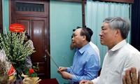 PM Vietnam, Nguyen Xuan Phuc membakar hio mengenangkan Presiden Ho Chi Minh