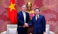 Wakil Ketua MN Phung Quoc Hien menerima Ketua Dewan Bisnis Uni Eropa – ASEAN