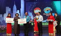 """Menyediakan dana sebesar 45 miliar VND untuk mendukung Dana """"Demi orang miskin"""" Kota Ho Chi Minh"""