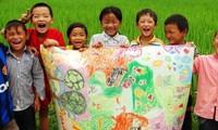 """Proyek Seni Rupa """"Bintang di Daerah Pegunungan"""" Membawa Seni Lukis kepada Anak-Anak di Daerah Pegunungan""""."""