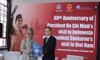 """Acara Penyampaian Hadiah dalam Kontes """"Mencaritahu tentang Kunjungan Presiden Ho Chi Minh di Indonesia"""""""