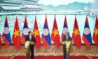 Viet Nam dan Laos membahas strategi kerjsama untuk waktu 10 tahun mendatang