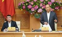 PM Nguyen Xuan Phuc memimpin pertemuan Dewan Konsultasi Kebijakan Keuangan dan Moneter Nasional