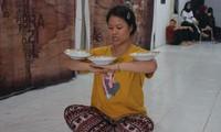 Perjalanan menaklukkan tarian tradisional Indonesia dari seorang guru perempuan Vietnam