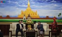 Pimpinan Partai dan Negara Vietnam menyampaikan ucapan selamat sehubungan dengan ultah ke-65 berdirinya Partai Rakyat Revolusioner Laos