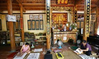 Mengkonservasikan dan mengembangkan nilai kerajinan membuat lukisan rakyat Dong Ho