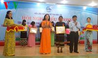 Kalangan perempuan di Provinsi Dak Lak bergotong royong menjaga kedamaian di dukuh