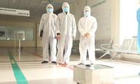 Vietnam berhasil membuat robot pembersihan lantai dan desinfeksi untuk mencegah wabah Covid-19