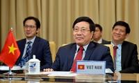 Deputi PM, Menlu Vietnam, Pham Binh Minh menghadiri konferensi video Persekutuan demi multilateralisme tentang topik kerjasama internasional dalam melawan wabah Covid-19