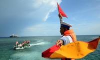Menaati hukum internasional, dengan gigih dan tekun membela kedaulatan laut dan pulau