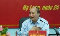 PM Nguyen Xuan Phuc berkunjung dan melakukan ceramah kepada para buruh tambang Ha Lam