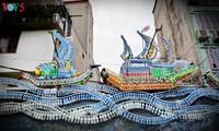 Pesan tentang usaha melindungi lingkungan hidup dari jalan artistik di tepian sungai Hong