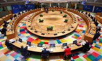 Eropa terpecah – belah dalam menyelamatkan ekonomi