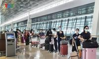 Memulangkan lebih dari 210 warga negara Vietnam di Indonesia kembali ke Tanah Air