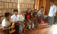Orang yang turut melestarikan suara bonang warga etnis minoritas E De di Kecamatan Cu Dram