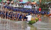 Warga Etnis Minoritas Khmer dengan Festival Lomba Perahu Ngo 2020
