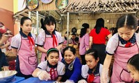 Pengalaman Membuat Kue Rakyat Daerah Nam Bo di Sekolah