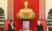 Sekjen, Presiden Vietnam, Nguyen Phu Trong Menerima PM Laos, Thongloun Sisoulith