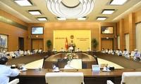 Persidangan ke-3 Komite Tetap MN Vietnam: Selesaikan Peninjauan Poin-Poin Penting untuk Disampaikan ke Persidangan ke-2 MN