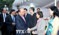 Prime Minister meets Vietnamese expats in India