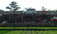 Landslide kills 32 people in Indonesia