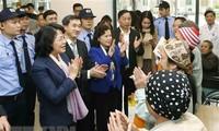 Вице-президент вручила новогодние подарки онкологическим больным
