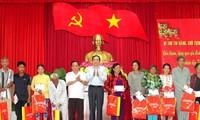 Председатель ЦК ОФВ вручил новогодние подарки семьям льготной категории и малоимущим семьям провинции Хаузянг