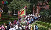 Жители Вьетнама празднуют День поминовения королей Хунгов