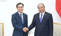 Нгуен Суан Фук поддерживает намерение компании Самсунг расширять инвестиционную деятельность во Вьетнаме