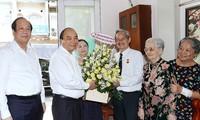 Премьер-министр Вьетнама Нгуен Суан Фук поздравил заслуженных журналистов города Хошимина