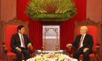 Генсек ЦК КПВ, президент Нгуен Фу Чонг принял премьер-министра Лаоса Тхонглун Сисулита