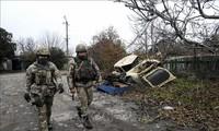 Конфликтующие стороны на востоке Украины отложили отвод войск