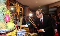 В городе Хошимине прошёл ритуал преподнесения пирогов «Тэт» королям Хунгам