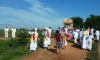 Народность Тям проводит свадебные и похоронные обряды в соответствии с современными реалиями