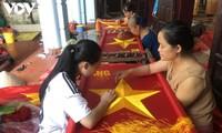 Мастера вкладывают душу в изготовление государственных флагов