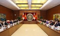 Председатель НС СРВ провела встречу с премьер-министром Японии