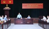 Нгуен Суан Фук проверил работу по профилактике и борьбе с Covid-19 в городе Хошимине