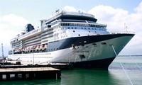 Nhiều tàu du lịch quốc tế cập cảng Chân Mây