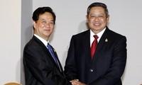 Thủ tướng Nguyễn Tấn Dũng tiếp xúc song phương với Tổng thống Indonesia