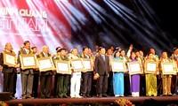 """Chương trình """"Vinh quang Việt Nam"""" năm 2014: Tôn vinh những tấm gương tiêu biểu"""