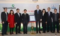 Ngân hàng Ngoại thương Việt Nam nhận chứng chỉ an toàn thông tin kinh doanh
