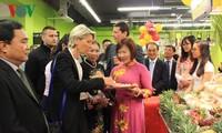 Giới thiệu hàng Việt Nam tại siêu thị Pháp